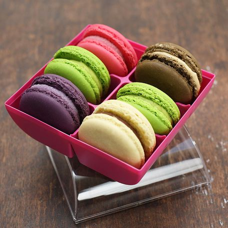6 macarons in a gift box
